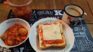 ラタトゥイユトーストと鶏だんご入りトマトスープ